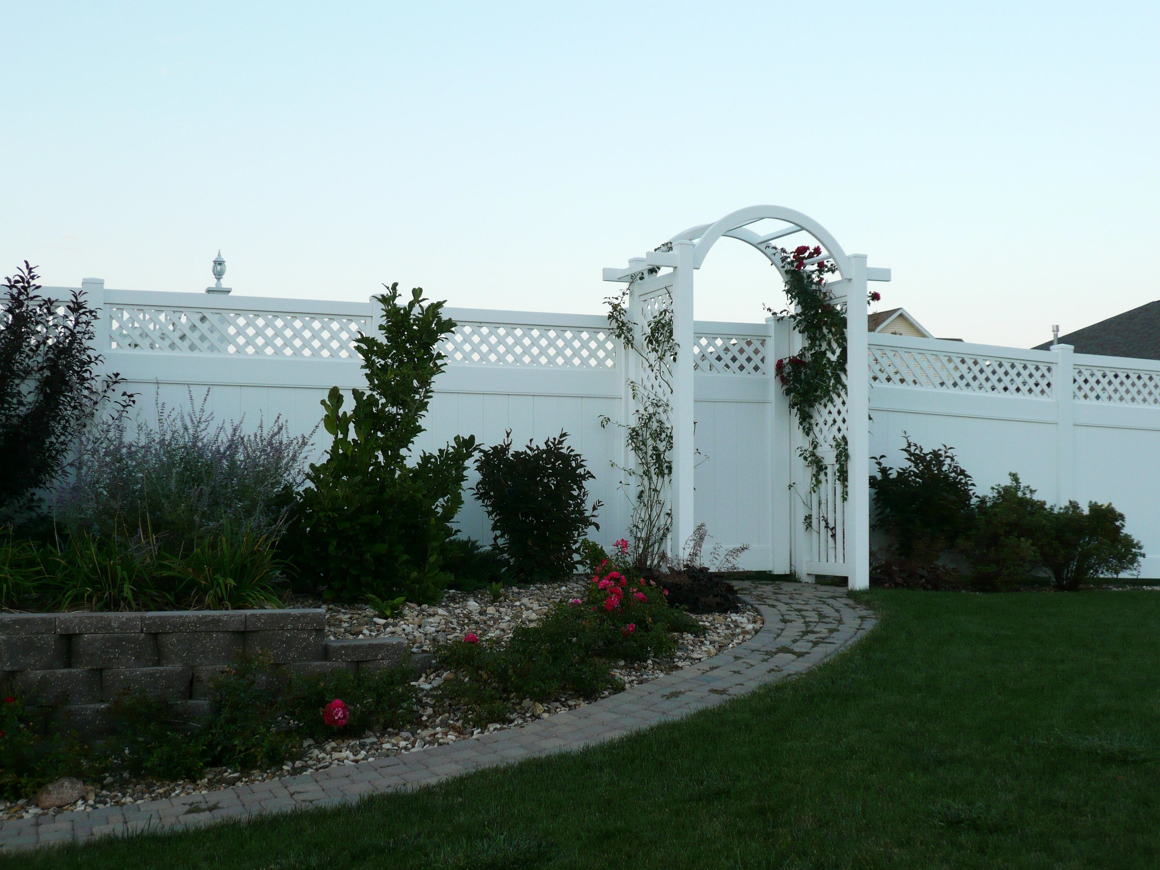 White 6' tall Hollingsworth with Arbor