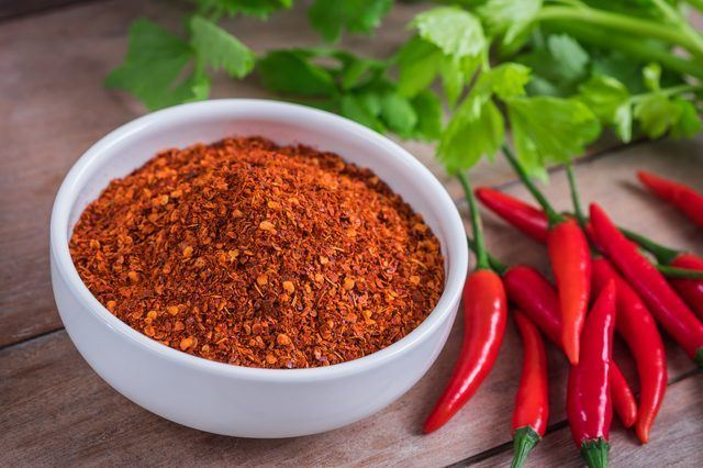 Cayenne-Pepper-Flakes-To-Repel-Skunks